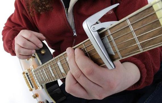 kapodaster do gitary elektrycznej / akustycznej BOSTON BC-85-TI tytan