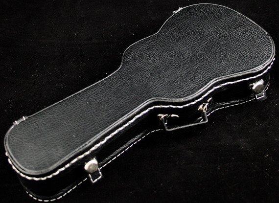 miniatura futerału gitarowego AKUSTYK (CZARNY)